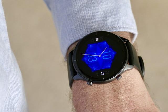amazfit gtr 2e smartwatch review petal face