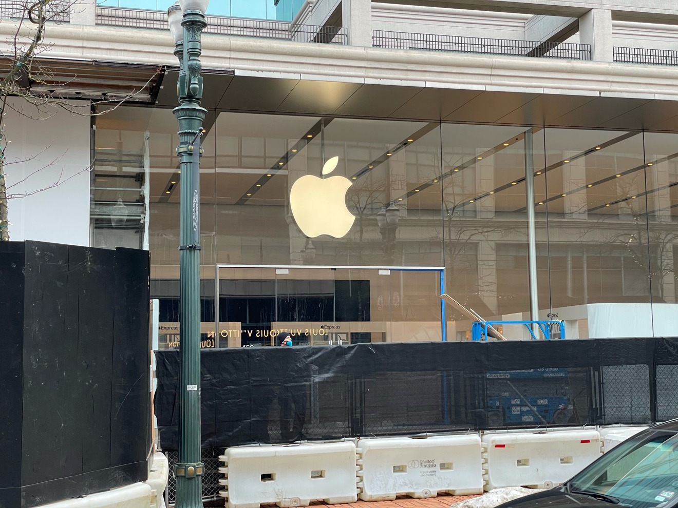 Apple Pioneer Place's Express kiosks are installed [via