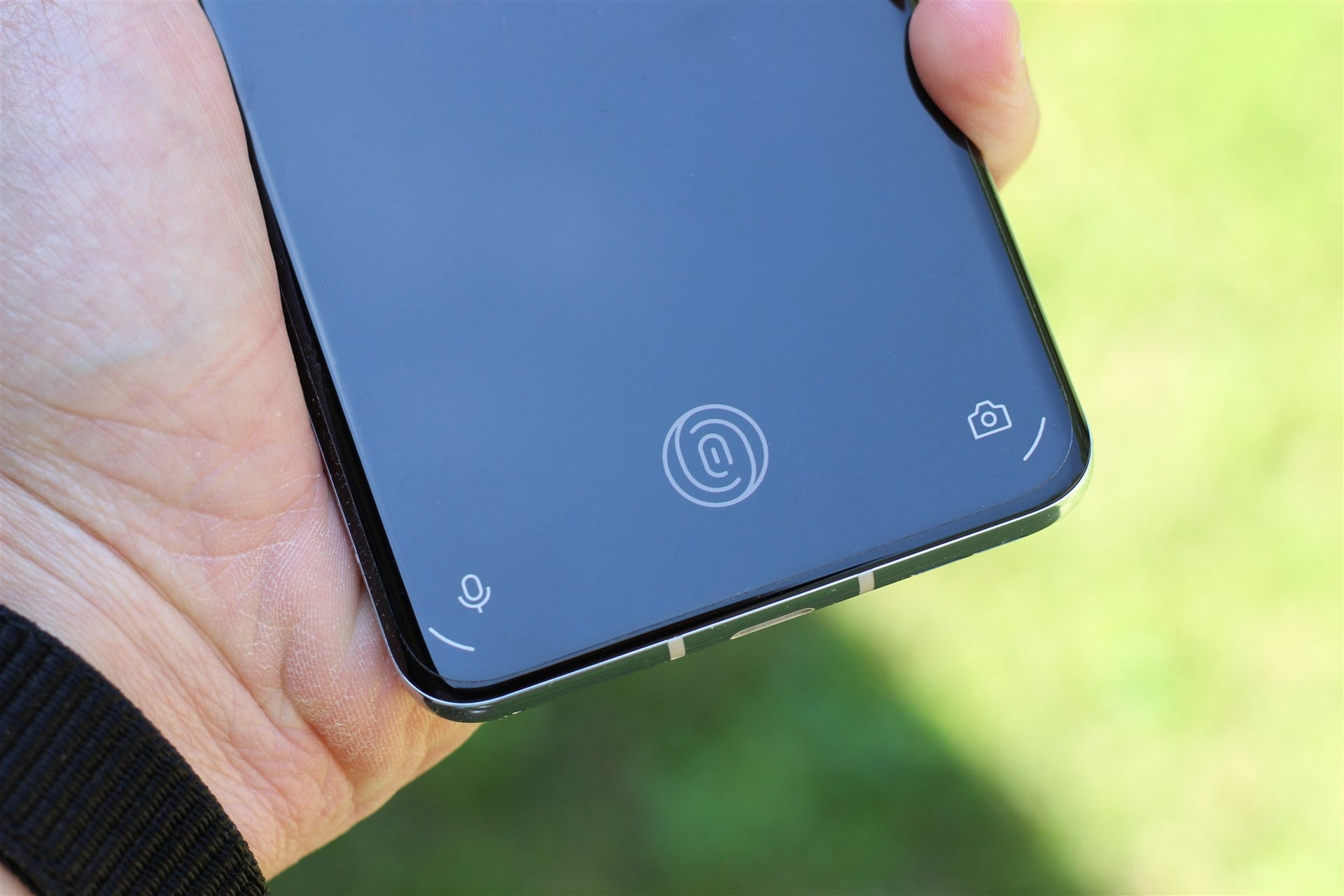 The 9 Pro's in-display fingerprint sensor