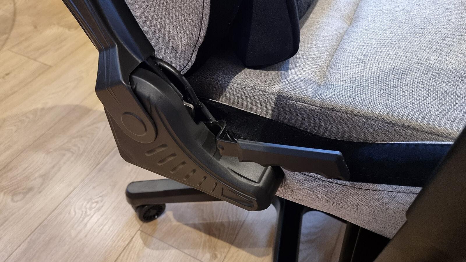 AndaSeat T Pro 2 recline mechanism