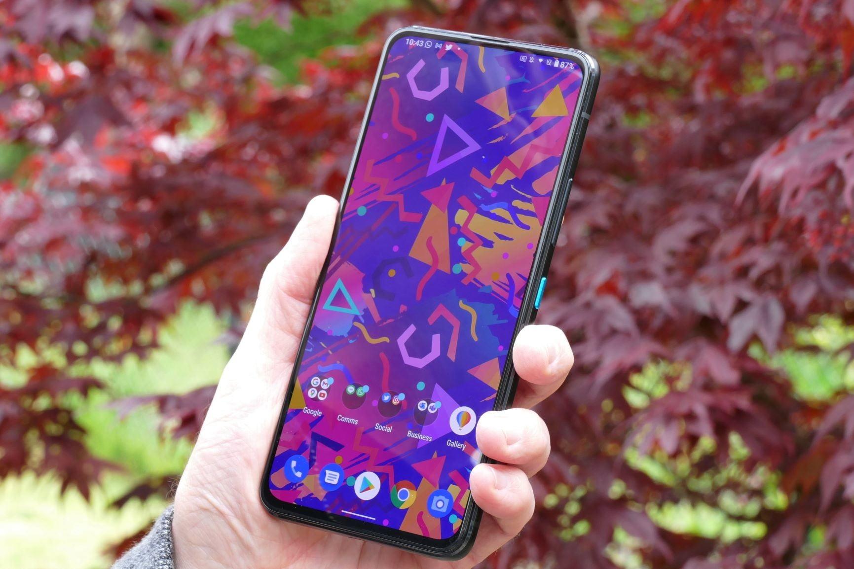 asus zenfone 8 flip review screen hand