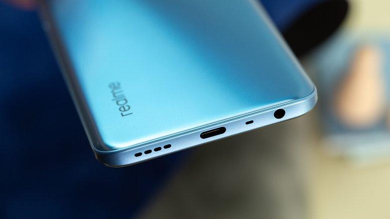 NextPit Realme 8 5G usb