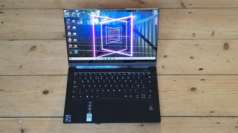 Lenovo Yoga Slim 9i screen