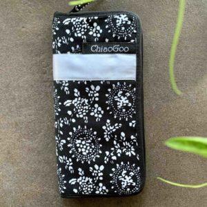 ChiaoGoo etui til 15 cm strømpepinde - med lomme og lynlås.