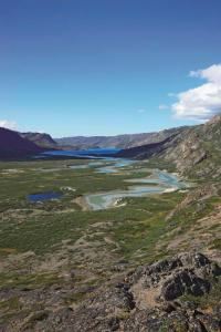 Et kig mod vest fra Itineq-dalen mod mundingen af Maligiag-fjorden (foto: Jens Fog Jensen).