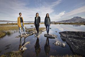 Arctic Hubs sekretariat, der indtil videre består af tre medarbejdere, har til huse på Pinngortitaleriffik - Grønlands Naturinstitut i Nuuk. Fra venstre: Journalist Nicoline Larsen, Anna-Sofie Skjervedal og Jula Maegaard-Hoffmann (foto: Christian Sølbeck).