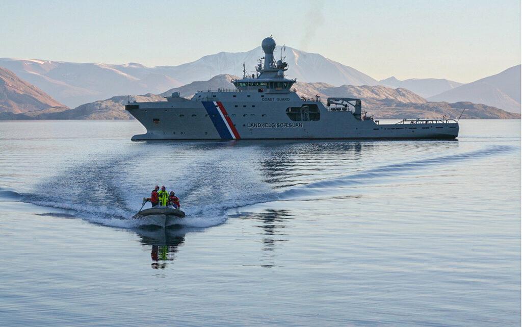 I 2011 forpligtede de arktiske lande sig til at afholde årlige redningsøvelser til søs. Den første blev afholdt i Grønland i 2012 (foto: Declan Henegan/Forsvaret).