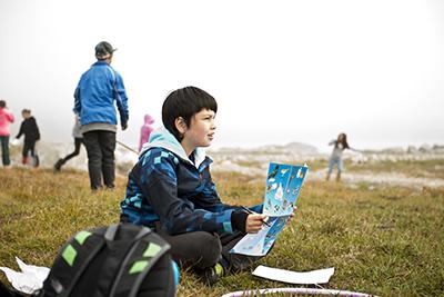 Elever på undersøgende feltarbejde. Undervisningen her er et eksempel på en veltilrettelagt undersøgelsesbaseret undervisning, hvor elevernes egen nysgerrighed vægtes højt (foto: Lars Demant-Poort).