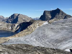 Qasigiannguit-gletsjeren I Kobbefjord moniteres året rundt med et automatisk kamera (foto: Asiaq).