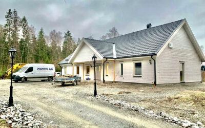 Nyproduktion av villa på naturtomt