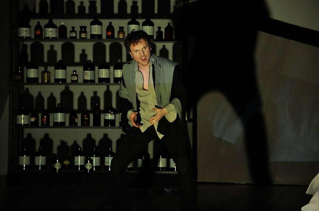 Jekyll and Hyde Bohemian Productions Kostuumontwerp Decorontwerp Sceneshot 07 2