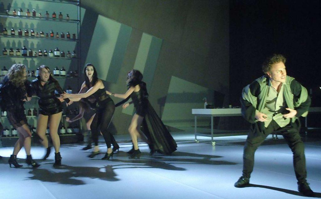 Jekyll and Hyde Bohemian Productions Kostuumontwerp Decorontwerp Sceneshot 14 1