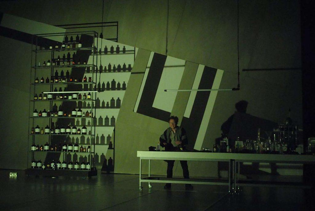 Jekyll and Hyde Bohemian Productions Kostuumontwerp Decorontwerp Sceneshot 32 1