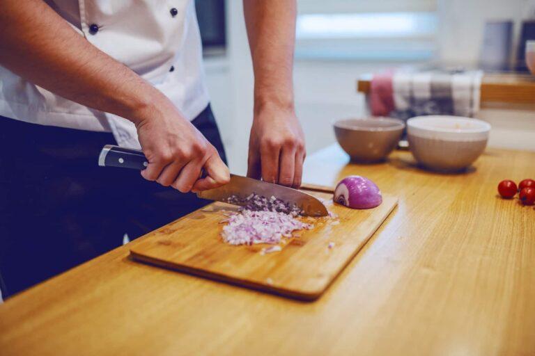 cortar cebolla en juliana o brunoise
