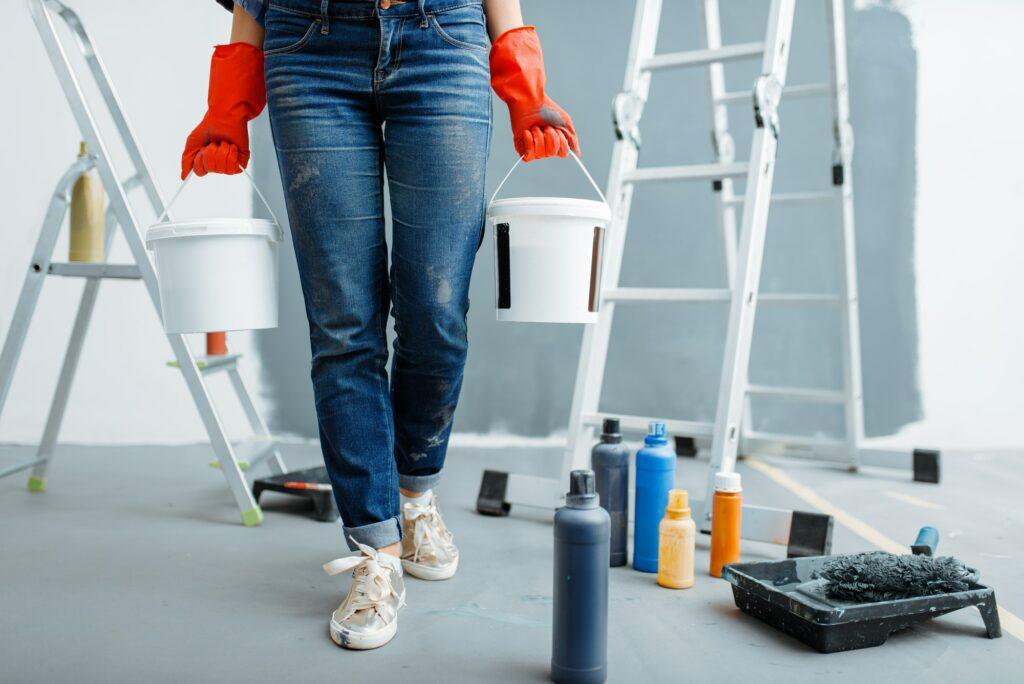 Hvad koster det at male om i en lejlighed? Hvordan kan jeg ca. beregne hvad det vil koste at male derhjemme, inkl. malerfirma priser