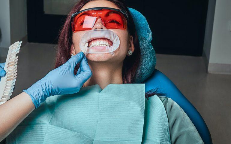 Hvad koster et besøg hos tandlægen? Læs om tandlæge priser