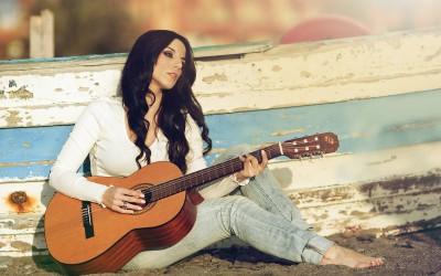 music_tene-woman-guitar-feeling_333K[1]