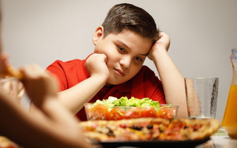 Barn äter mat_1200x750