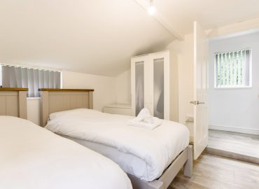 caerau gardens twin bedroom
