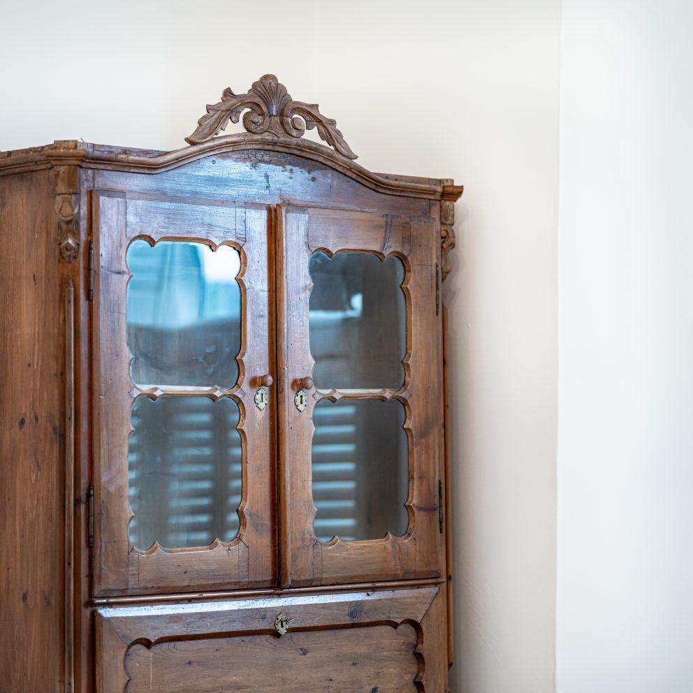 carlton house cabinet