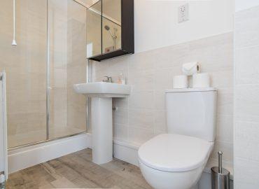 Raphael Heights bathroom