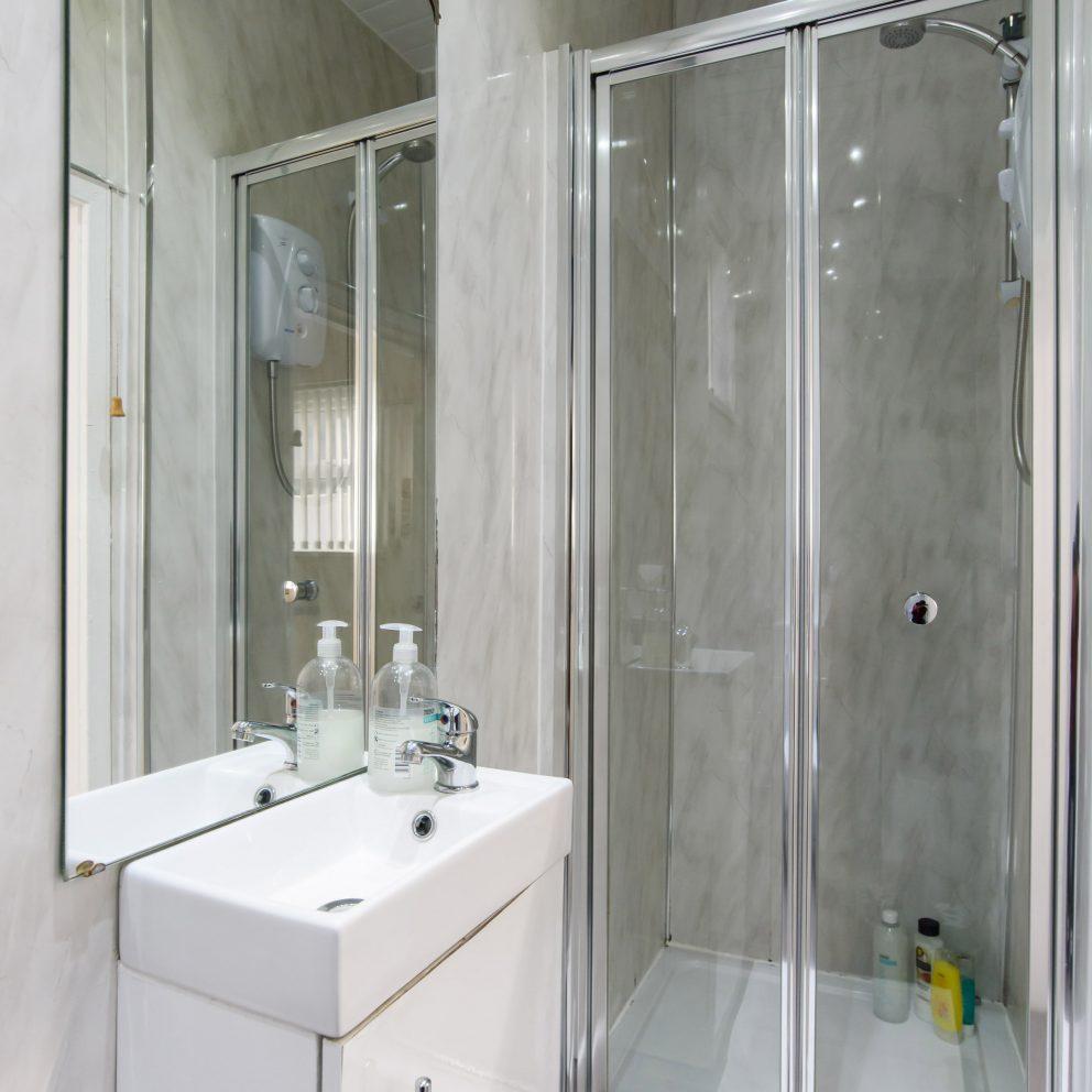 handpost lodge shower room
