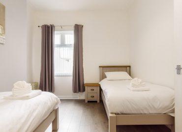 Handpost Lodge twin bedroom