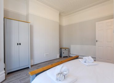Handpost retreat bedroom wardrobe