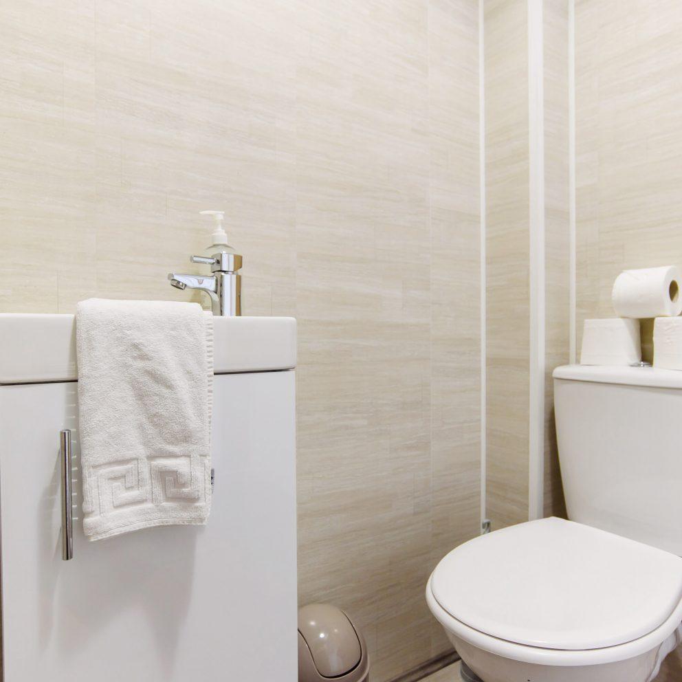 Hengoed House bathroom