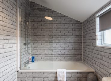 Hengoed House bath