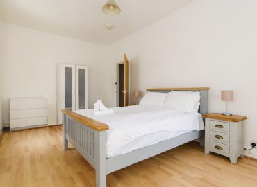 Locke House single bed in bedroom