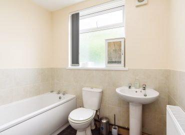 lucas lodge bathroom