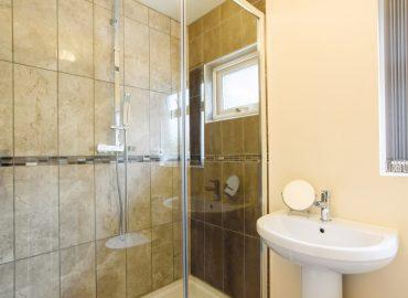 lucas lodge shower