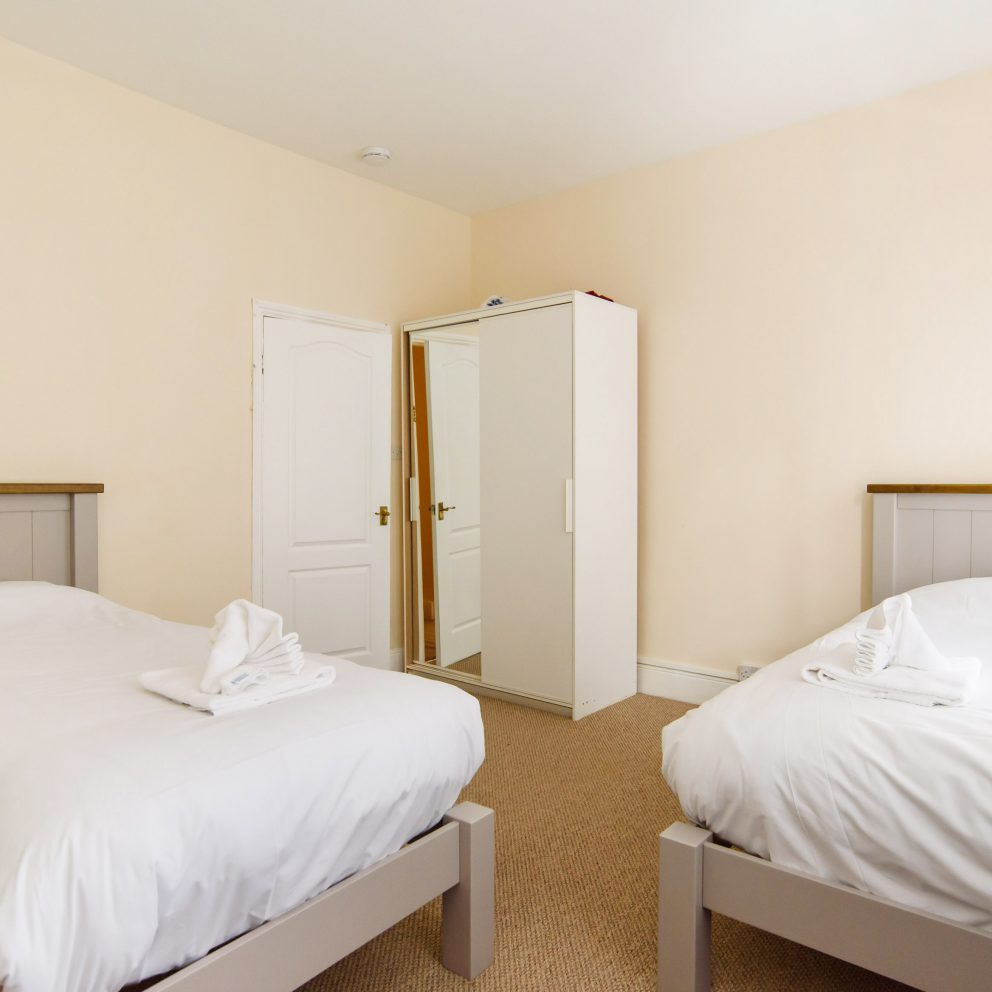 lucas lodge bedroom twin beds