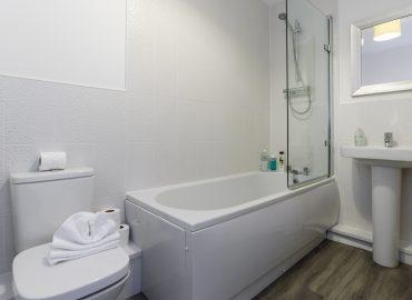 Raphael Retreat bathroom