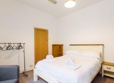 Cosy Studio bedroom