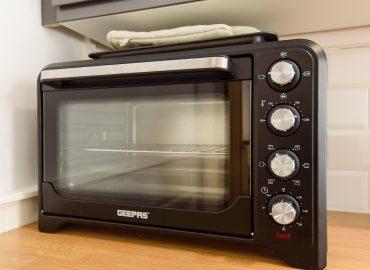 Cosy Studio kitchen & microwave