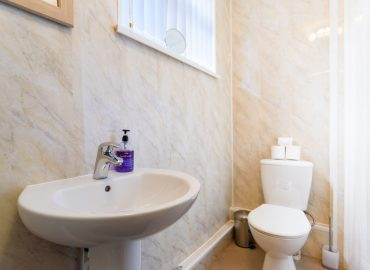 Cosy Studio bathroom