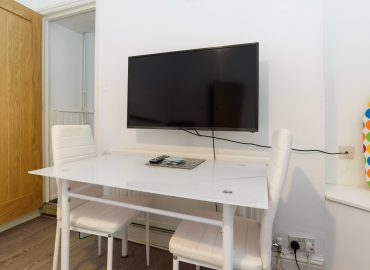 Cosy Studio desk