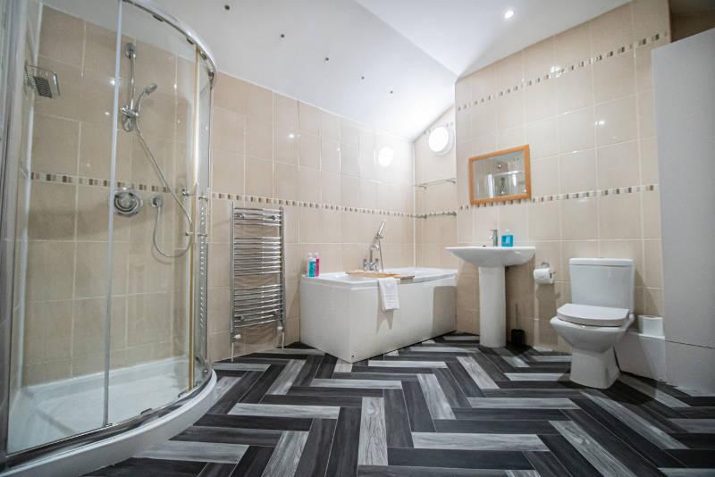 stone-house-bathroom-shower