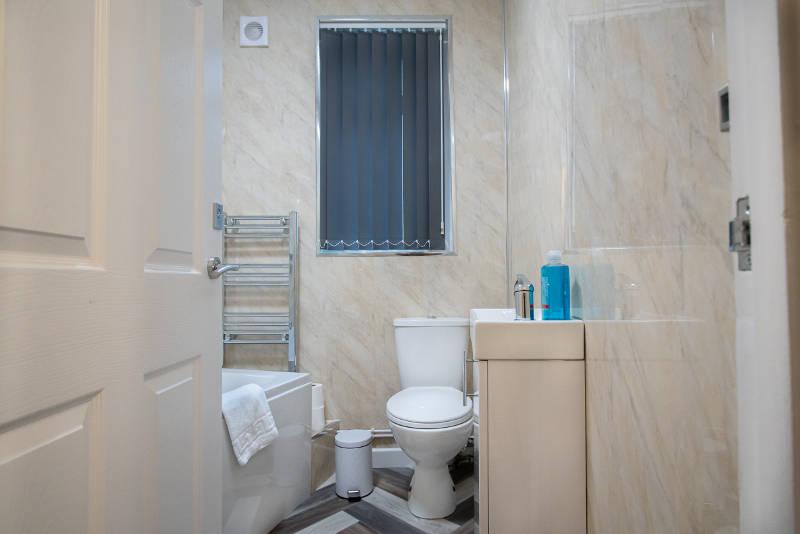 corpa-heights-bathroom