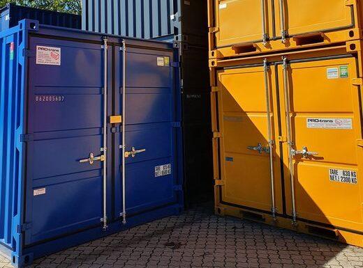 Container fra PRO-trans A/S Salg og leje af alle typer containere. På billedet ses lagercontainere stablet, både 8 fods og 10 fods containere. Lagercontainere er knap så modstandsdygtige som skibscontainere men tilgengæld er de billigere og lettere.