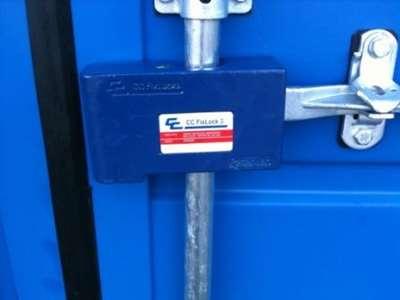 Viser lås på monteret på container
