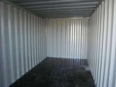 Container set indefra med træbund