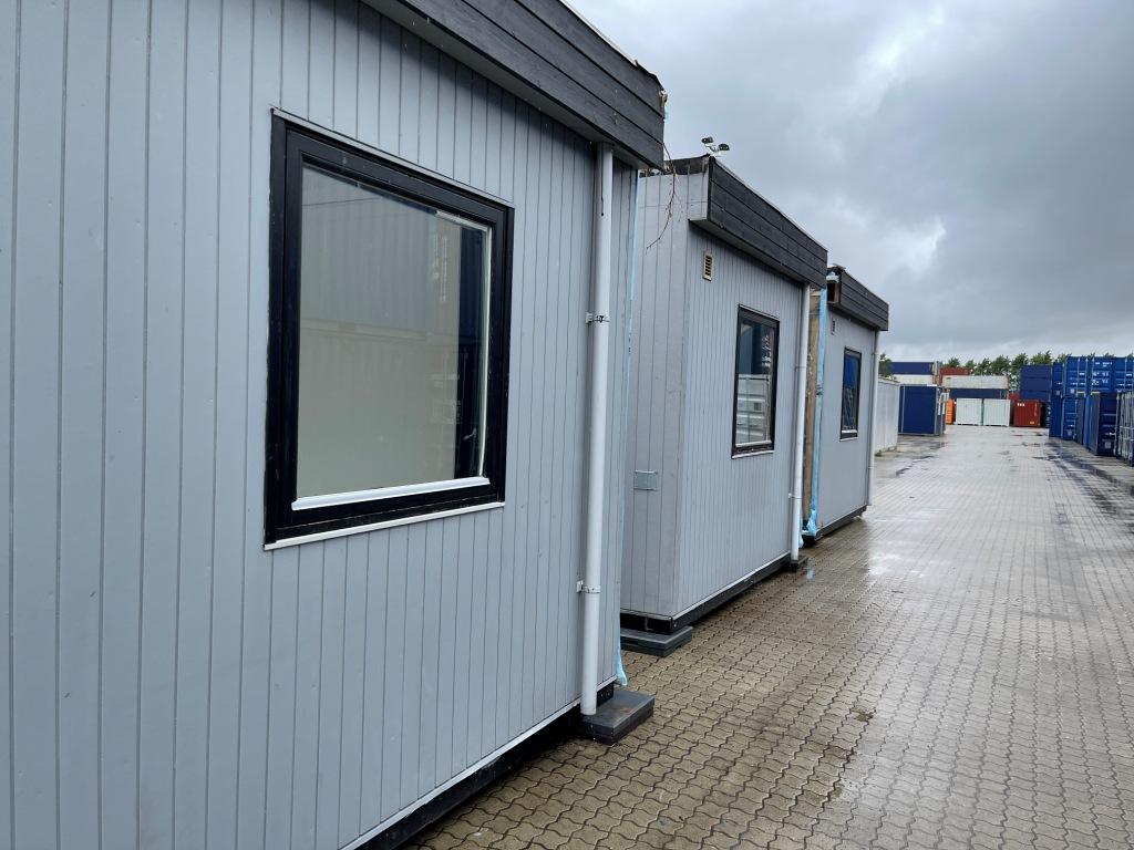 Pavillonbygning, Set udefra på depot Århus. Bygningen består af 4 brugte pavilloner