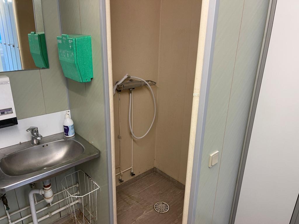 Bruseniche i omklædnings afdelingen hvor der også er 2 vaske