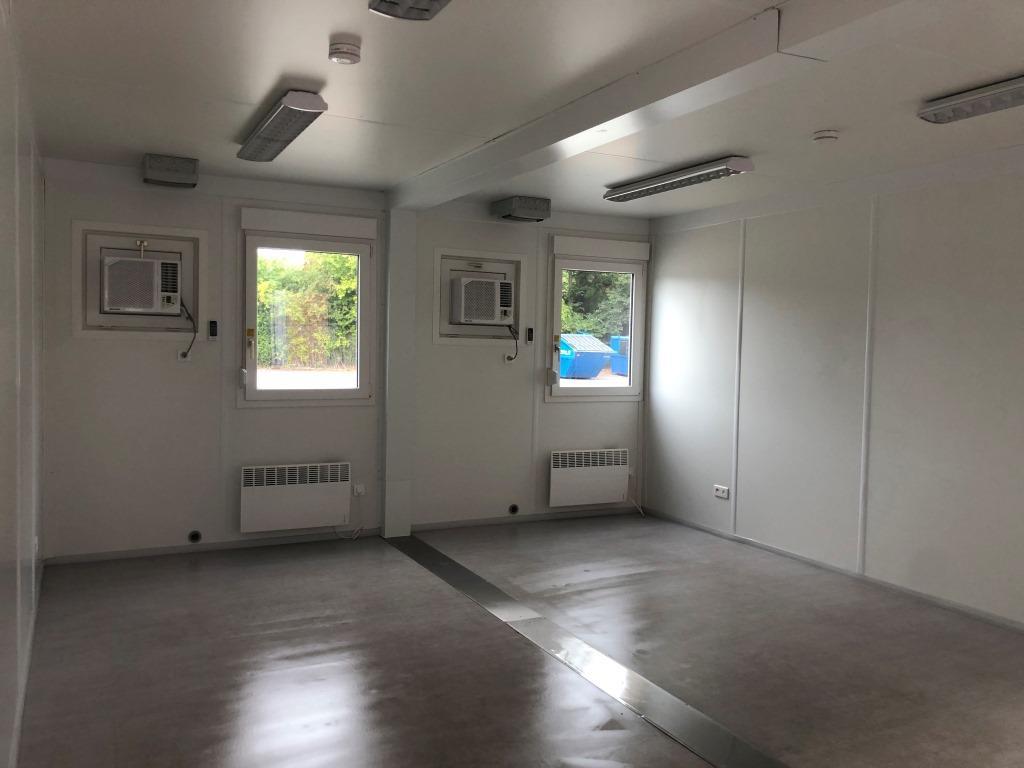 Kontorcontainer fra Containex, Classic Line, 022149041+022149041, set indefra, fra døren
