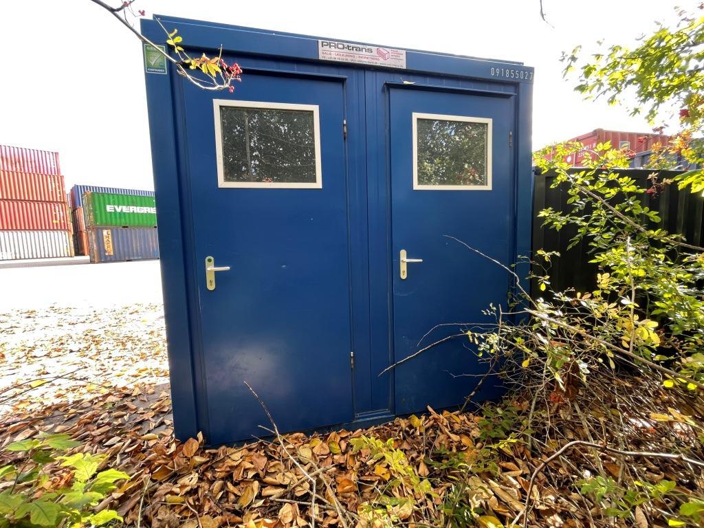 WC 091855027 brugt 8 fod fra Containex, set udefra. I farven blå, RAL 5010
