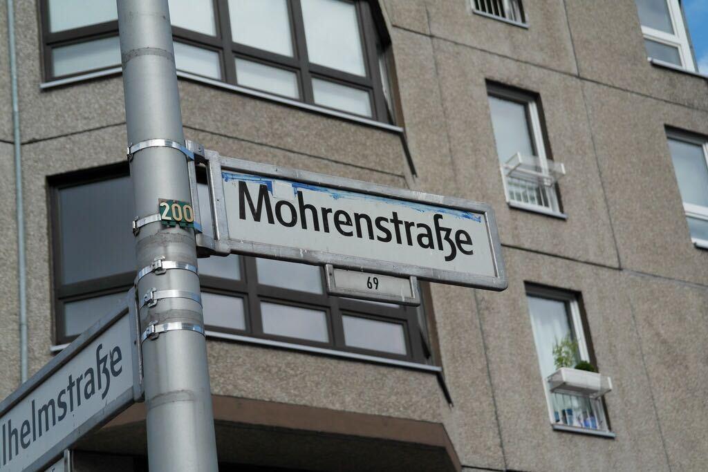 """Die """"Mohrenstraße"""" – 31 Jahre Deutsche Einheit, 30 Jahre Berliner Uneinigkeit"""