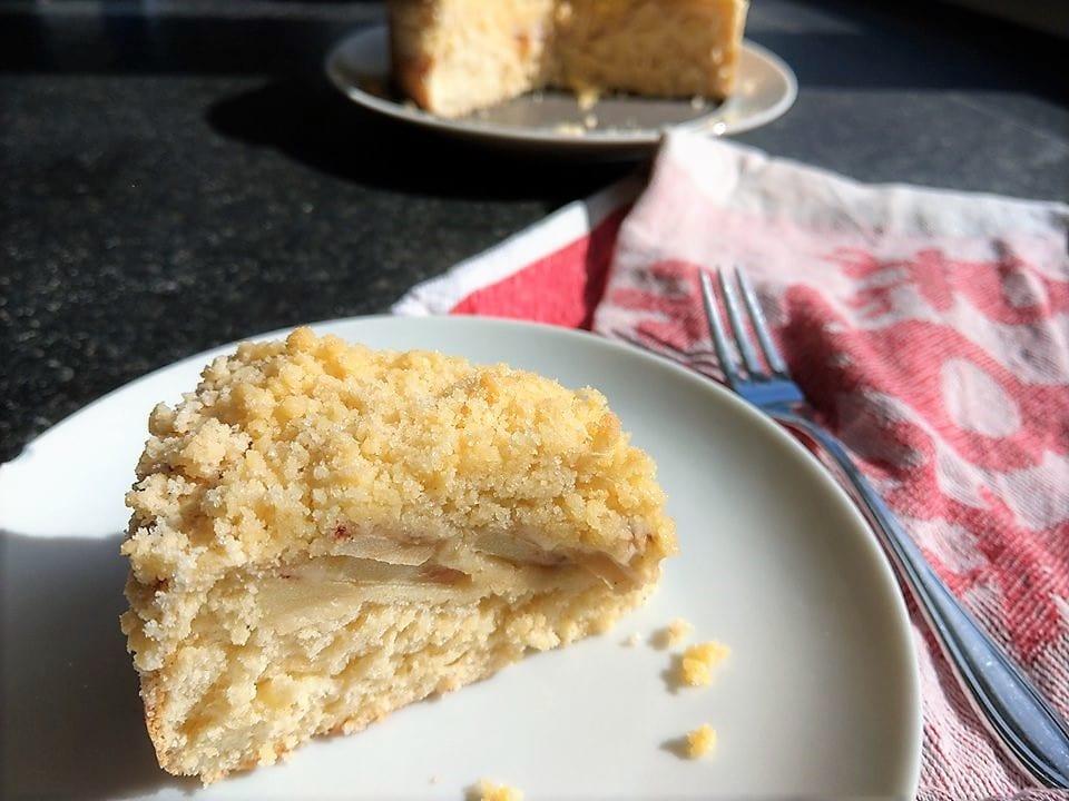 Ein simples Rezept für Streuselkuchen mit Äpfeln. Als Grundlage dient ein einfacher Hefeteig. Durch die kleine Springform ist der Kuchen perfekt für den kleinen Familienkreis geeignet.